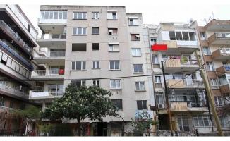 İzmir'de yan yatan bina tahliye edildi