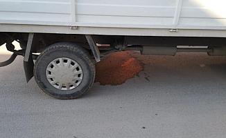 Küçük Emir'i kamyonet ezdi geçti!