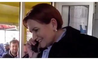 Meral Akşener, Bursa'da taksi durağında telefon yanıtladı
