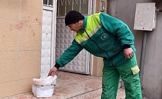 Temizlik işçisinin insanlık hareketi!