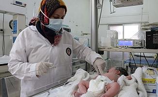 İdlib'de ki bebeklere tek yardım Türkiye'den