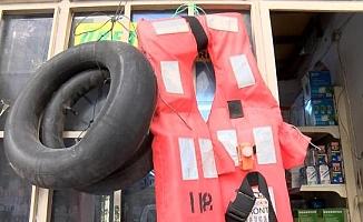 İzmir Basmane'de 'ölüm yelekleri' yeniden satışta
