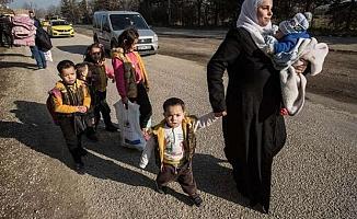 Yunan sınır kapısında göçmenlerin zorlu anları