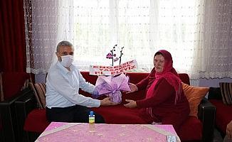 Başkan Biçer'den 'Dikensiz Güller Derneği'ne ziyaret