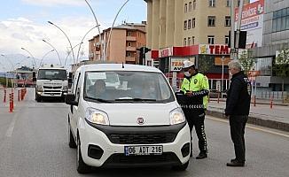 Erzurum'da kısıtlamaya uymayan 23 kişiye 16 bin 639 lira ceza