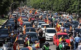 """İspanya'da korona kısıtlamalarına """"araçlı"""" protesto"""