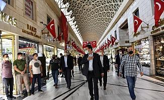 Mustafa Dündar çarşıyı ziyaret etti, yoğunluk haberlerine tepki gösterdi