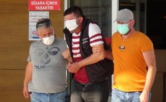 Bursa'da kamyonet çalan şahıs adliyeye sevk edilirken maskeyle gözünü kapattı