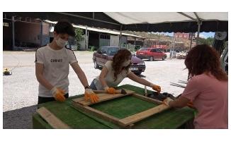 Gençler sokak hayvanları için kulübe yapıyor