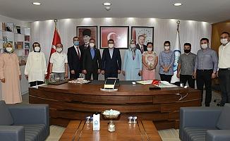 Yıldırım Belediye Başkanı Oktay Yılmaz, Kurban Bayramı öncesi belediye personeliyle bayramlaştı.