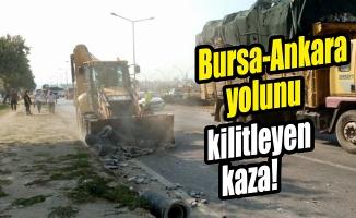 Bursa'da kamyondan devrilen beton büzler Ankara yolunda ulaşımı aksattı