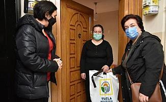 Tuzla Belediyesi beyaz baston hediye etti