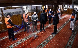 Osmangazi'deki Camilerde Ramazan Temizliği