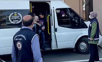 18 kişilik minibüste 44 düzensiz göçmen yakalandı