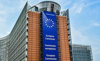 Avrupa Komisyonu, aşı yaptıran turistlerin üye ülkelere alınmasını teklif etti