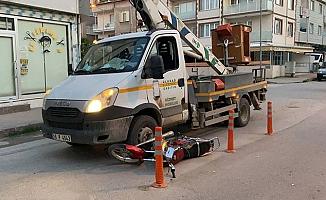 Bursa'da kamyonetin altında sürüklenen motosiklet sürücüsü ağır yaralandı