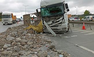Hafriyat kamyonu ile kamyonet çarpıştı