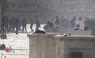 İsrail güçleri, Mescid-i Aksa'da nöbet tutan Filistinlilere saldırdı