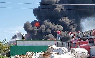 Tehlikesiz atık alım merkezinde yangın