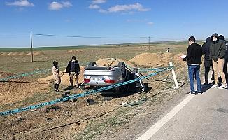 Toprak yığınına çarpıp, takla atan otomobilin sürücüsü öldü