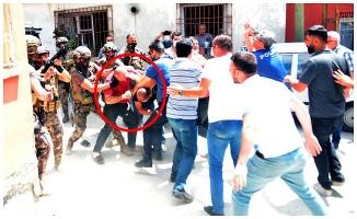 Havaya ateş açtı; linç edilmekten polis kurtardı