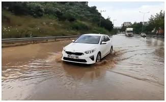 Gemlik'te sağanak; Bursa- Yalova yolunda sürücülerin zor anları