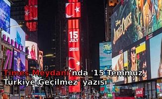 Times Meydanı'nda '15 Temmuz, Türkiye Geçilmez' yazısı