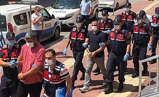 Yurtdışına kaçmaya çalışırken yakalanan 4 eski polis, adliyeye sevk edildi