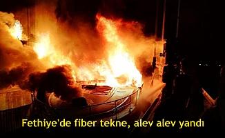 Fethiye'de fiber tekne, alev alev yandı
