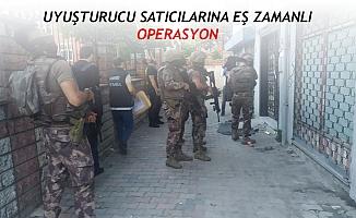 Kadıköy'de uyuşturucu satıcılarına eş zamanlı operasyon