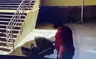 Apartmandan bebek arabası hırsızlığı kamerada