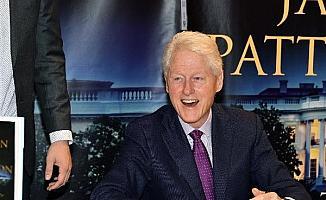 Eski ABD Başkanı Clinton, bir gece daha hastanede kalacak