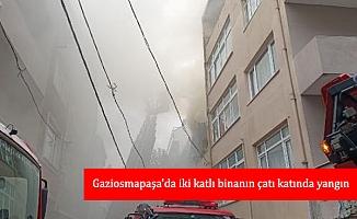 Gaziosmapaşa'da iki katlı binanın çatı katında yangın