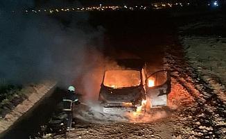 Nusaybin'de iki grup arasındaki kavgada araç yakıldı
