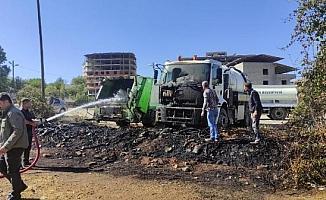 Sason Belediyesi'nin iki hizmet aracı yandı