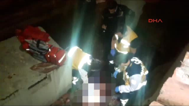 Bursa'da Birlikte Alkol Aldığı Arkadaşını Bıçaklayıp, Boğazını Kesti