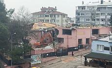 Bursa'da yarım asırlık okulun yıkımına başlandı
