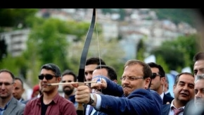Başbakan Yardımcısı Çavuşoğlu Bursa'da ok attı
