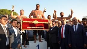 Biga Yağlı Güreş Turnuvasında başpehlivan Recep Kara oldu